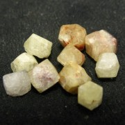 Rodizit marokkő, lemuriai mesterkristály, APRÓ