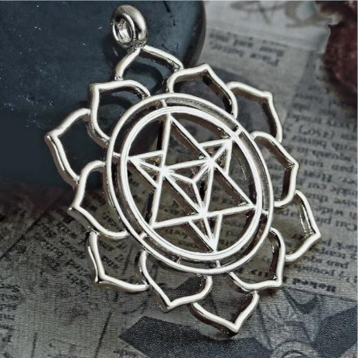 Szakrális medál gyógyító szimbólummal, yantra
